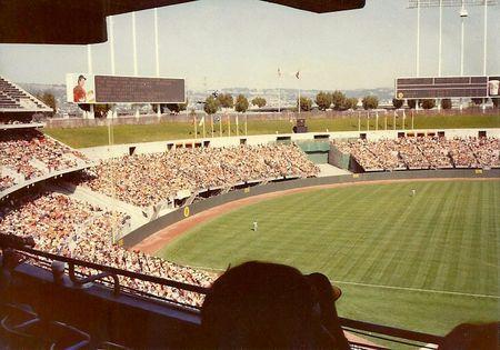 Oakland_Coliseum_outfield_1980